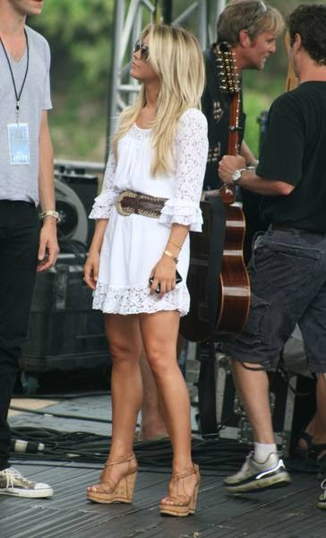 Julianne Hough S Legs Are Sexually Attractive Or Exciting