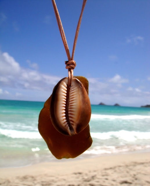 Hawaiian Seashell Necklace with Leather