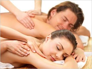 massagem erotica em uma casal relaxado