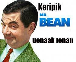 Contoh: Dua banner iklan keripik Mr. Bean di bawah ini.