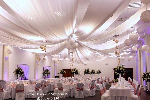 dekoracja weselna sufitu i stołów