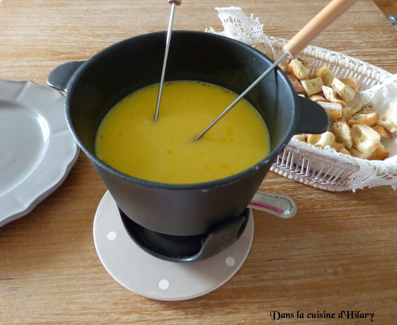 dans la cuisine d 39 hilary fondue savoyarde cheese fondue. Black Bedroom Furniture Sets. Home Design Ideas