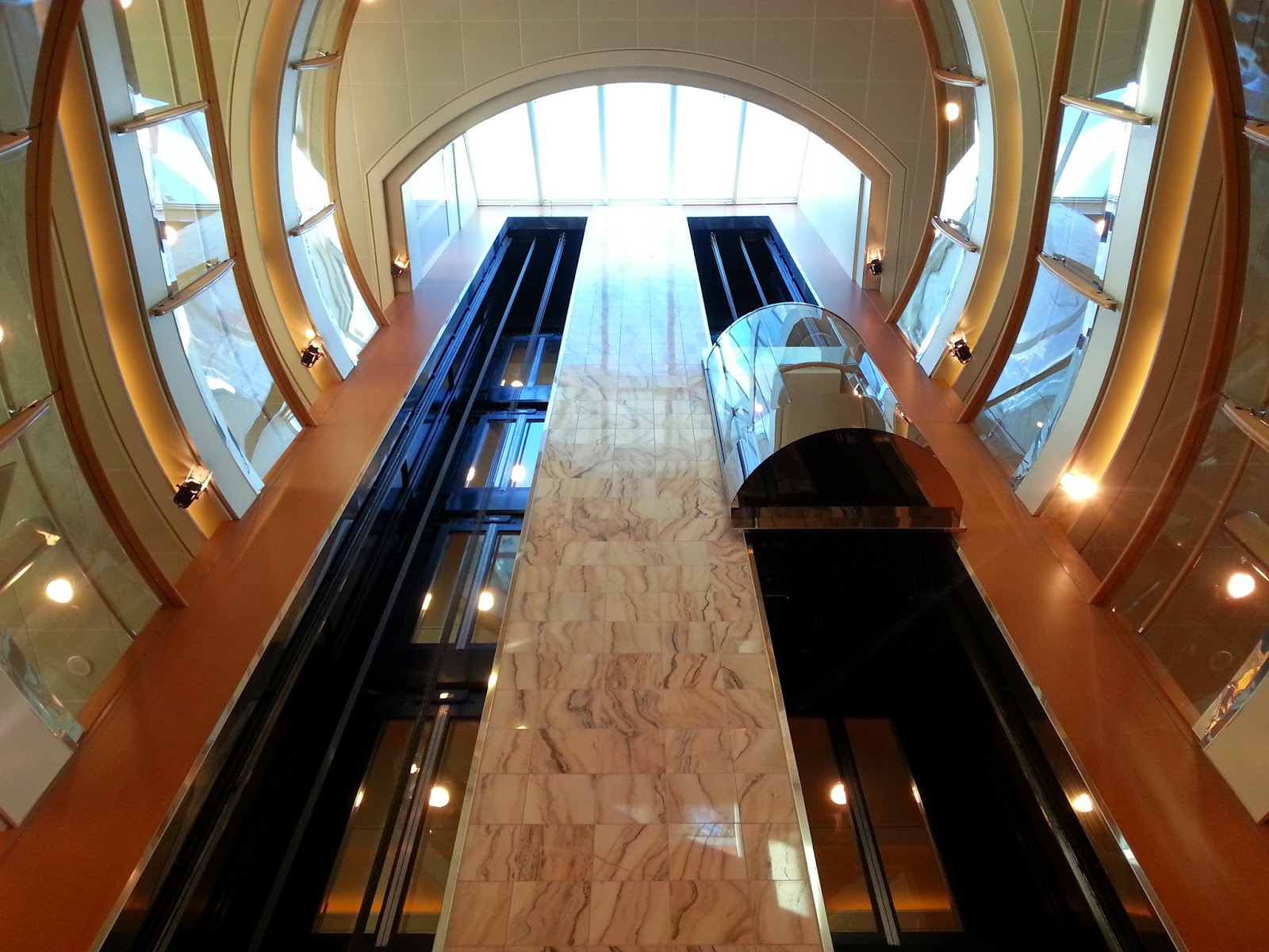 Hurtigruten MS Midnatsol - Atrium