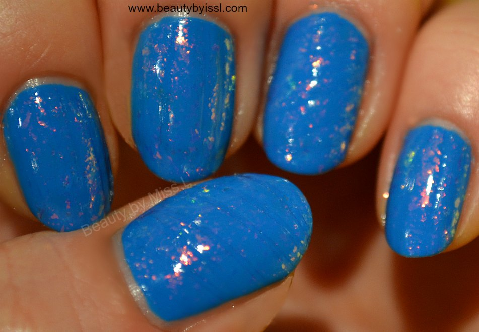 striped blue nails