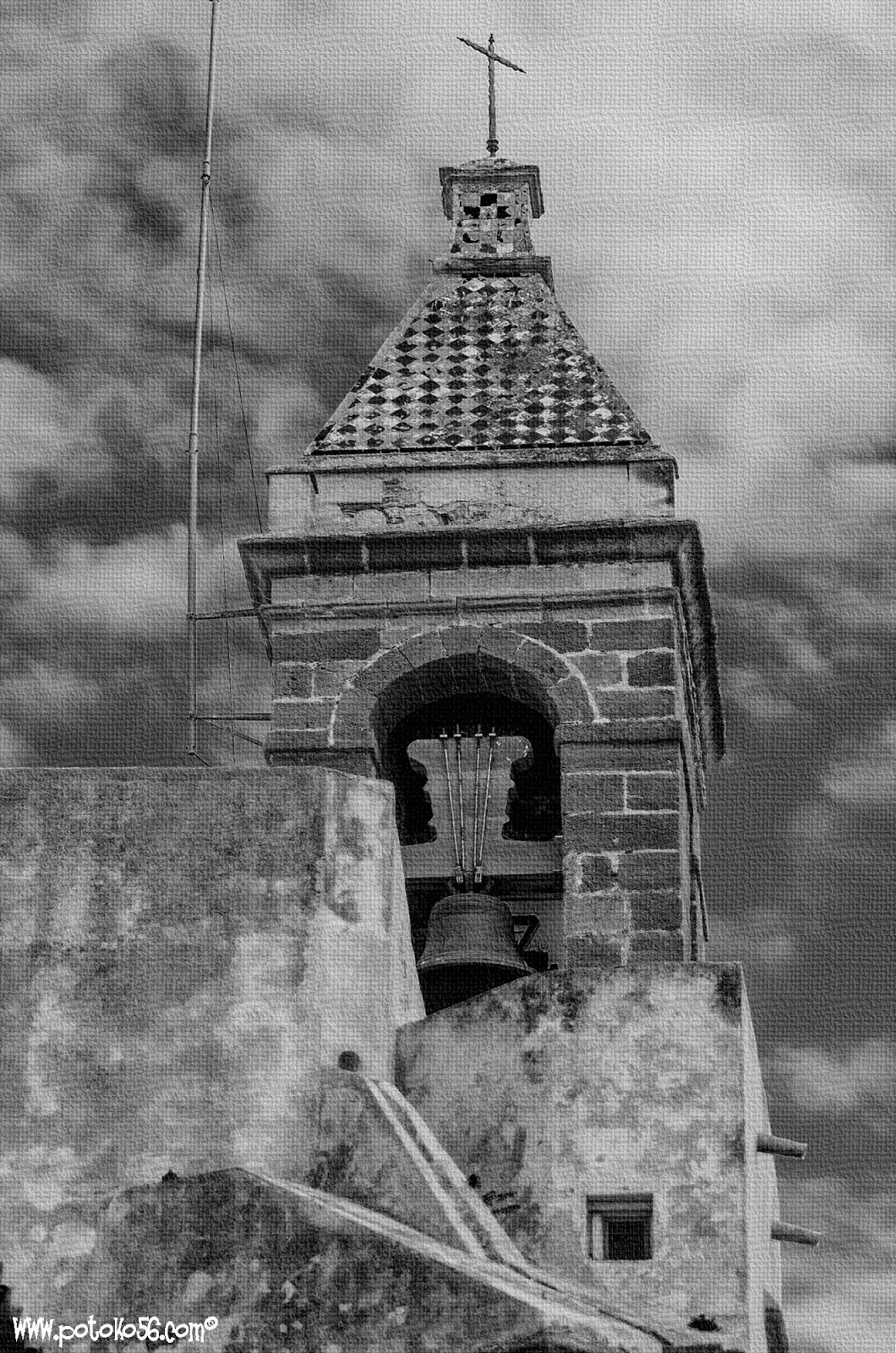 Vista del campanario de la Parroquia de La O Rota