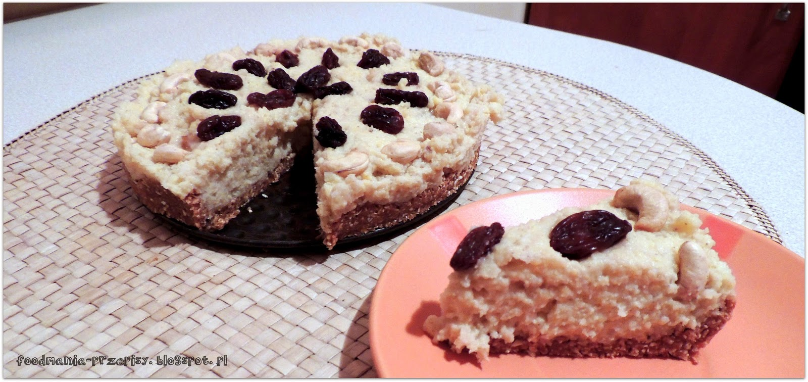 http://foodmania-przepisy.blogspot.com/2014/02/tarta-torcik-owsiano-daktylowa-z-kremem.html