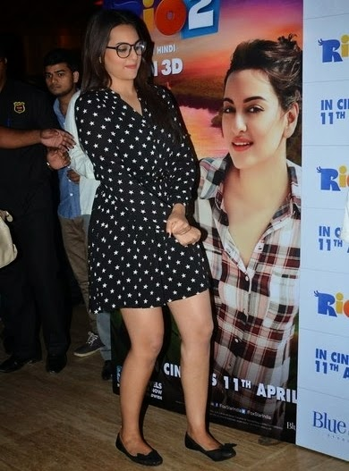 http://1.bp.blogspot.com/-LVyTh4QWgAM/U0OJS0shpnI/AAAAAAAAnwg/48vkwGhLfrw/s1600/Sonakshi+Sinha+in+shorts+at+Rio+2+screening+Hot+Images+(2).jpg