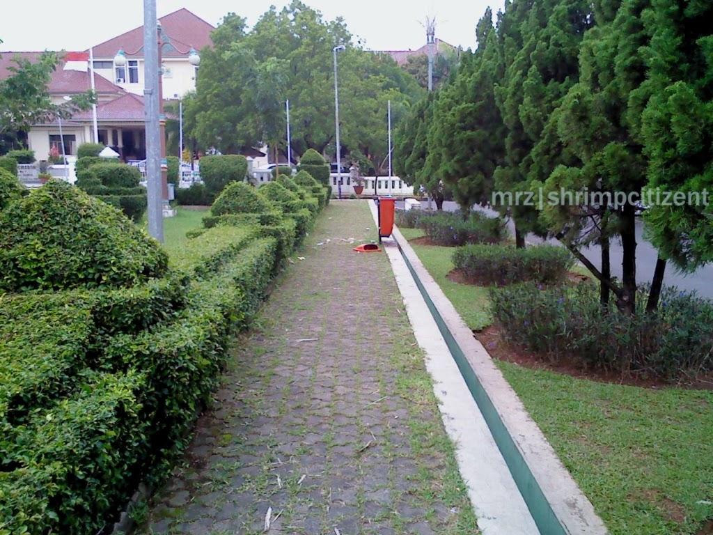 Area pedestrian taman Pataraksa Sumber Crb