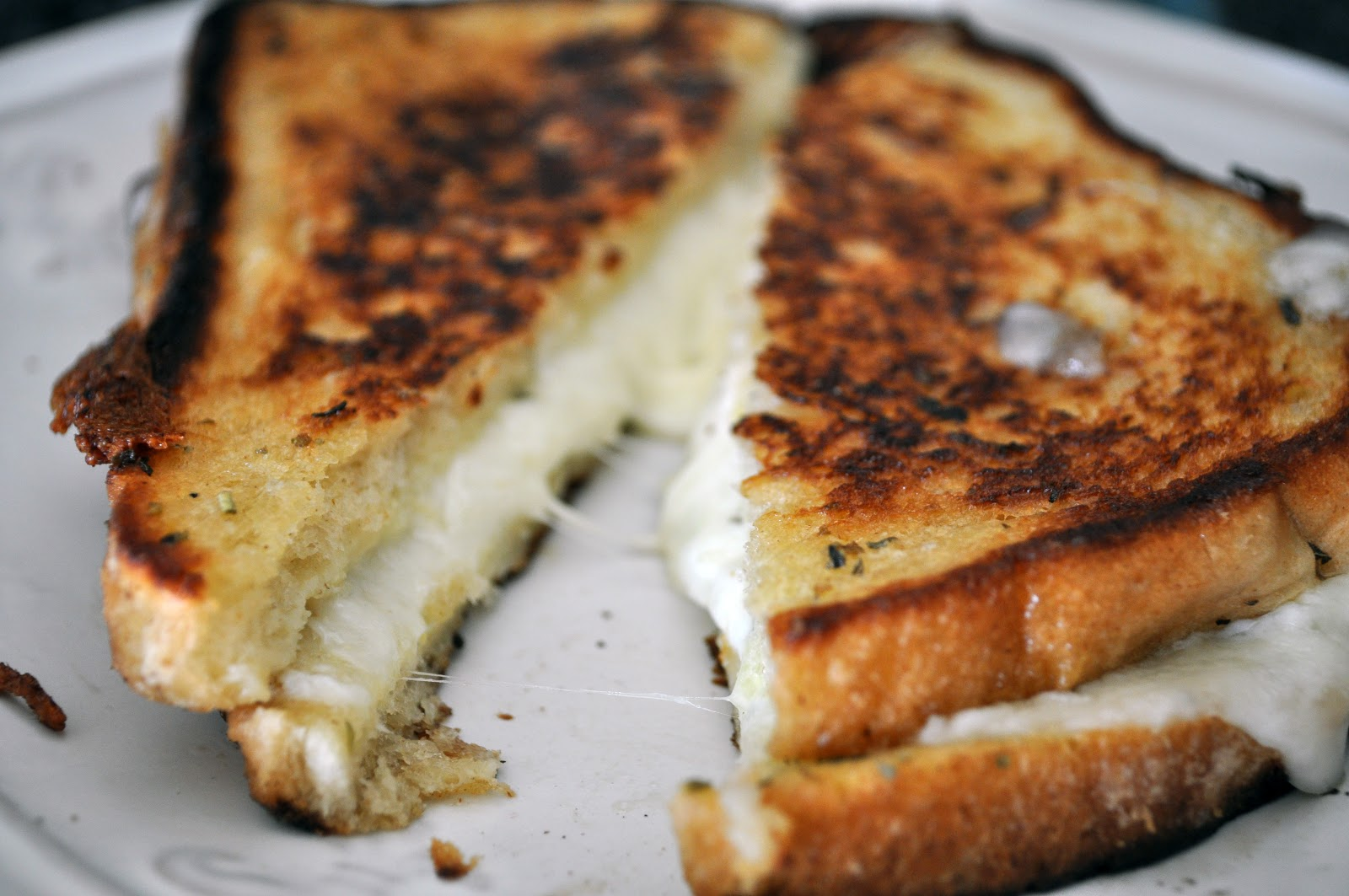 Grilled Mozzarella Sandwich | All Kinds of Yumm