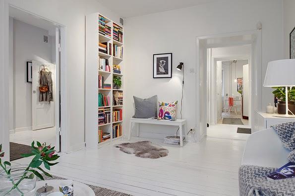 kolorowe detale, białe ściany