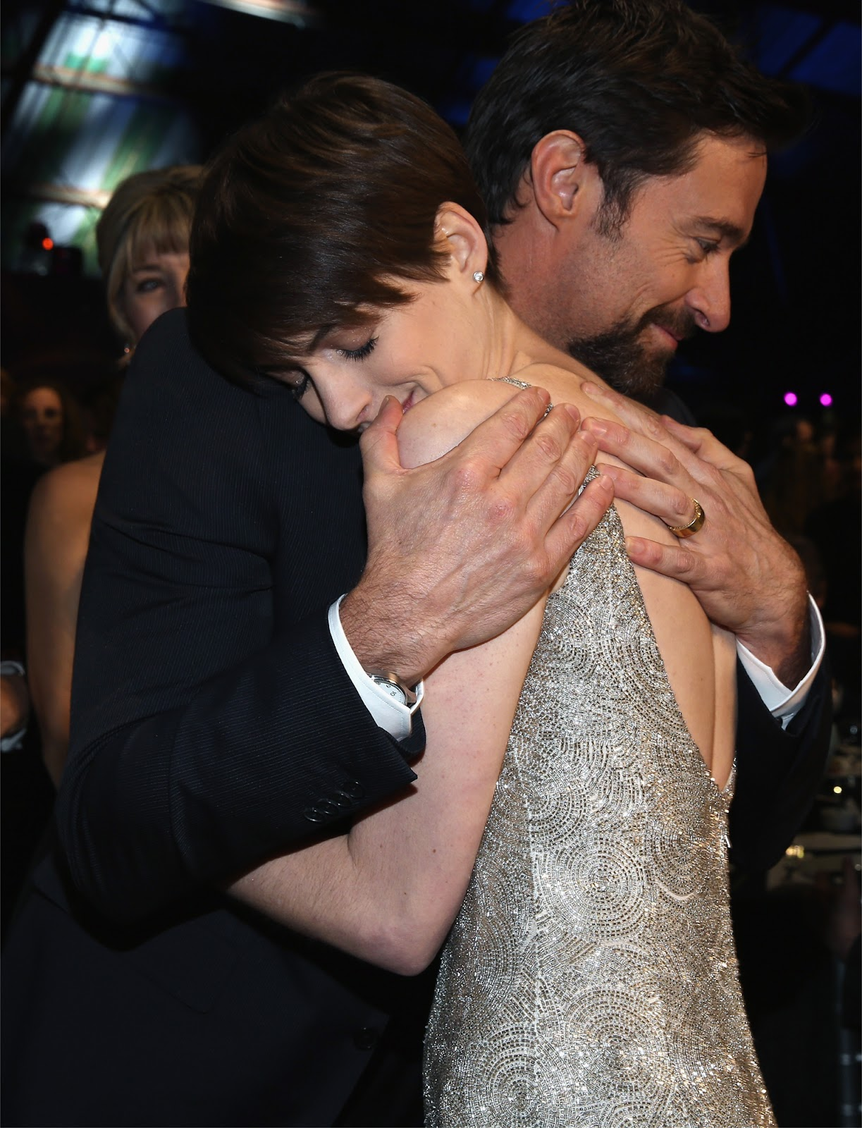 http://1.bp.blogspot.com/-LWRt7oQTdz0/UPAHRyB5P6I/AAAAAAABQMc/SkrHitUAqpQ/s1600/Anne_Hathaway-Hugh_Jackman-Critics_Choice_Awards-January_10th-2013.jpg