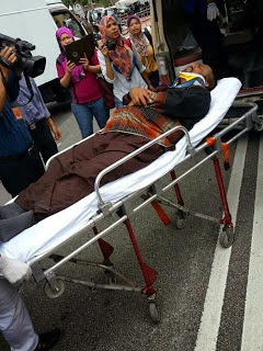 Gambar Kereta Ketua Menteri Penang Lim Guan Eng Langgar Calon Bebas