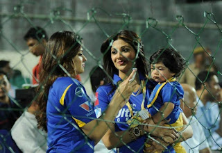 Shilpa shetty with her Son at cricket match