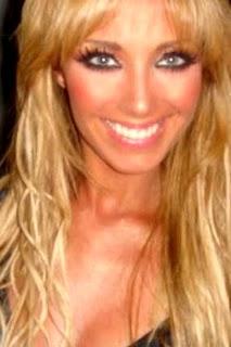 Anahí Puente con maquillaje