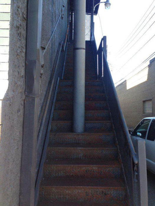 32 Design Fails That Make Little — To Zero — Sense - Yep. Just put the support beam right there