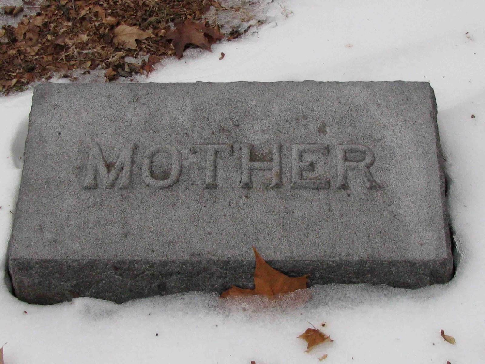 Detalles sobre las lápidas de madres