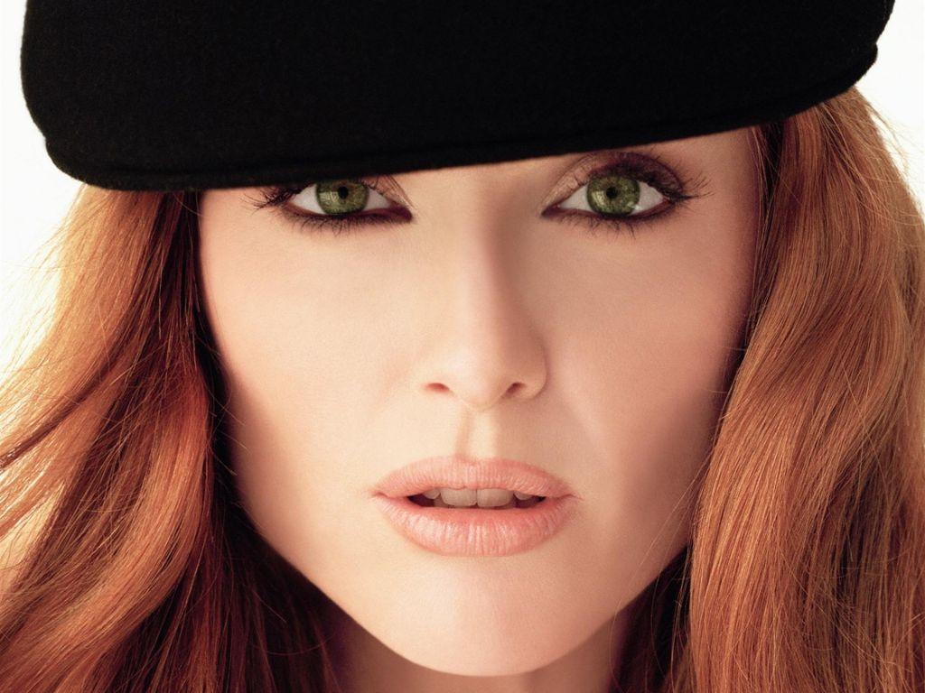 http://1.bp.blogspot.com/-LX5c-voizN4/T8bgPRnp1xI/AAAAAAAAC_A/PqK0CMdDAkk/s1600/Julianne_Moore,_Green_Eyes.jpg