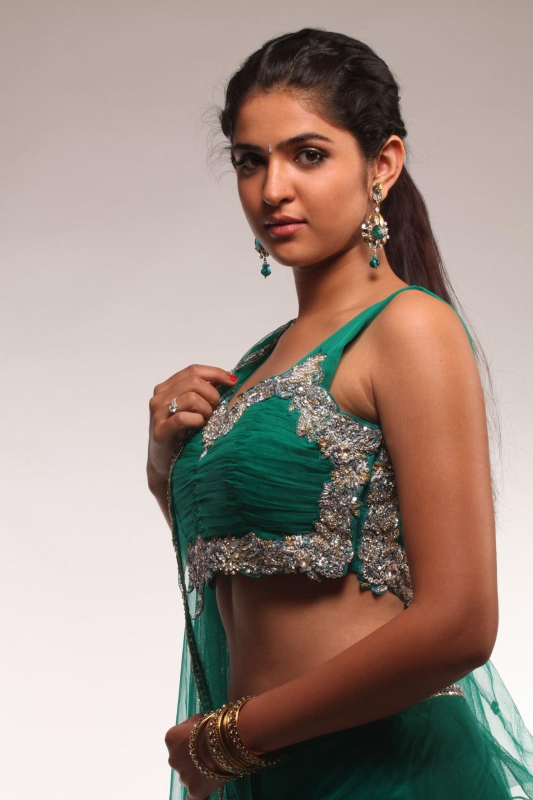 mallusouthactress: Young Desi Indian Actress and Girls Photos
