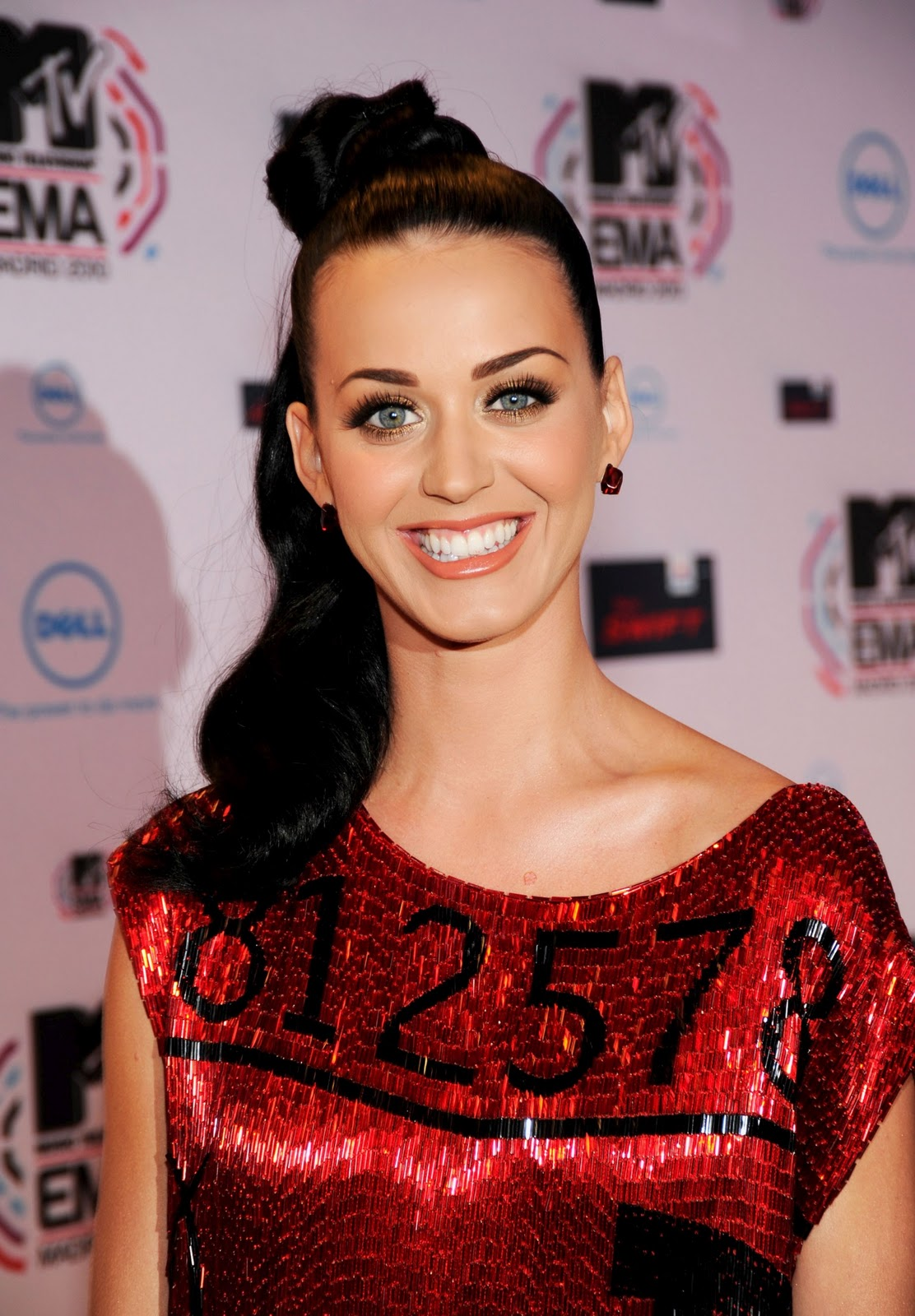 http://1.bp.blogspot.com/-LXSR034GFSw/TuW0gewK0GI/AAAAAAAABHw/-ZwA0IJaZy4/s1600/Katy-Perry-music-photos-pics-dresses-pictures-lyrics+%25281%2529.jpg
