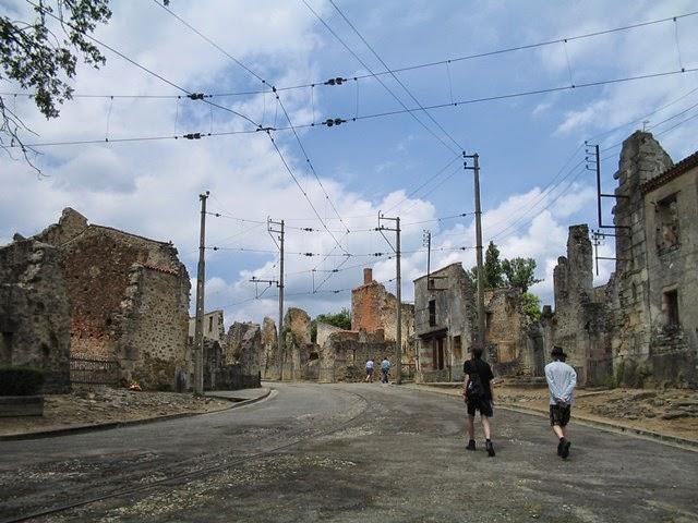 Oradour-sur-Glane, Francia (abandonada, 1944).