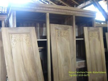 Lemari pakain dari kayu jati jepara