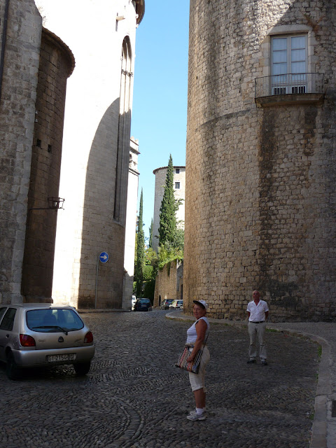 Тенистые средневековые улочки Жироны