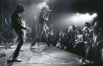 + CBGB - A casa que viu o punk Nascer- Ramones em ação