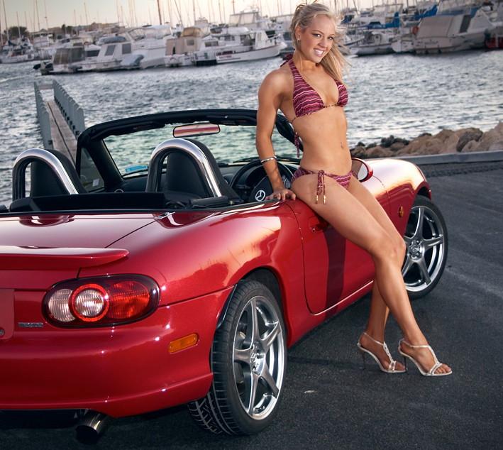Mazda MX-5 NB, czerwony lakier, red, bikini, panna z samochodem, roadster, kultowy