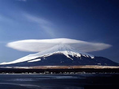 http://1.bp.blogspot.com/-LYQKUEyRxm4/Tbk6t-jPEiI/AAAAAAAAAH8/4pxmIi1y9Yk/s1600/Amazing+Clouds.jpg