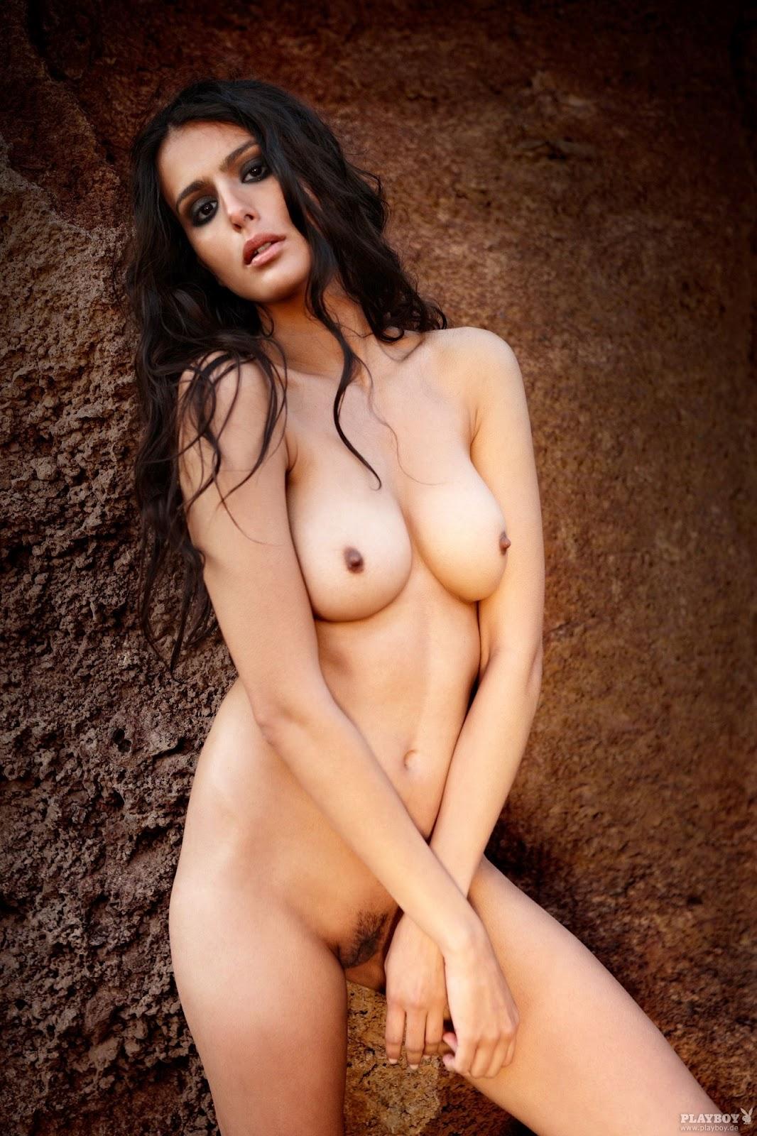Em y lo nude