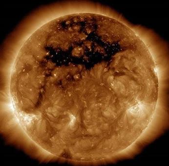Tormenta geomagnética sobre la tierra.