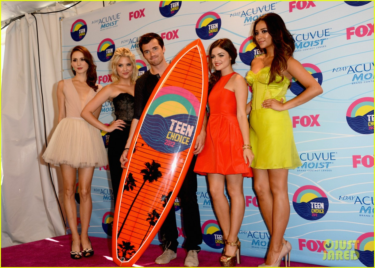 http://1.bp.blogspot.com/-LYmCd5W9bFA/UA0XqatfYdI/AAAAAAAACtg/llAcU6x8ExE/s1600/TEEN+CHOICE+AWARDS+2012+013+Troian,+Ashley,+Ian,+Lucy+and+Shay+(1).jpg