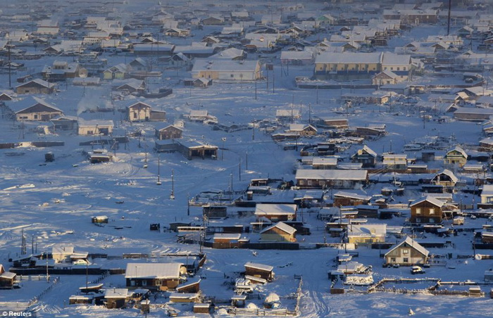 KEADAAN perkampungan Oymyakon yang dipenuhi ais di pedalaman timur laut Rusia.