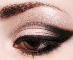 makeup eye crease