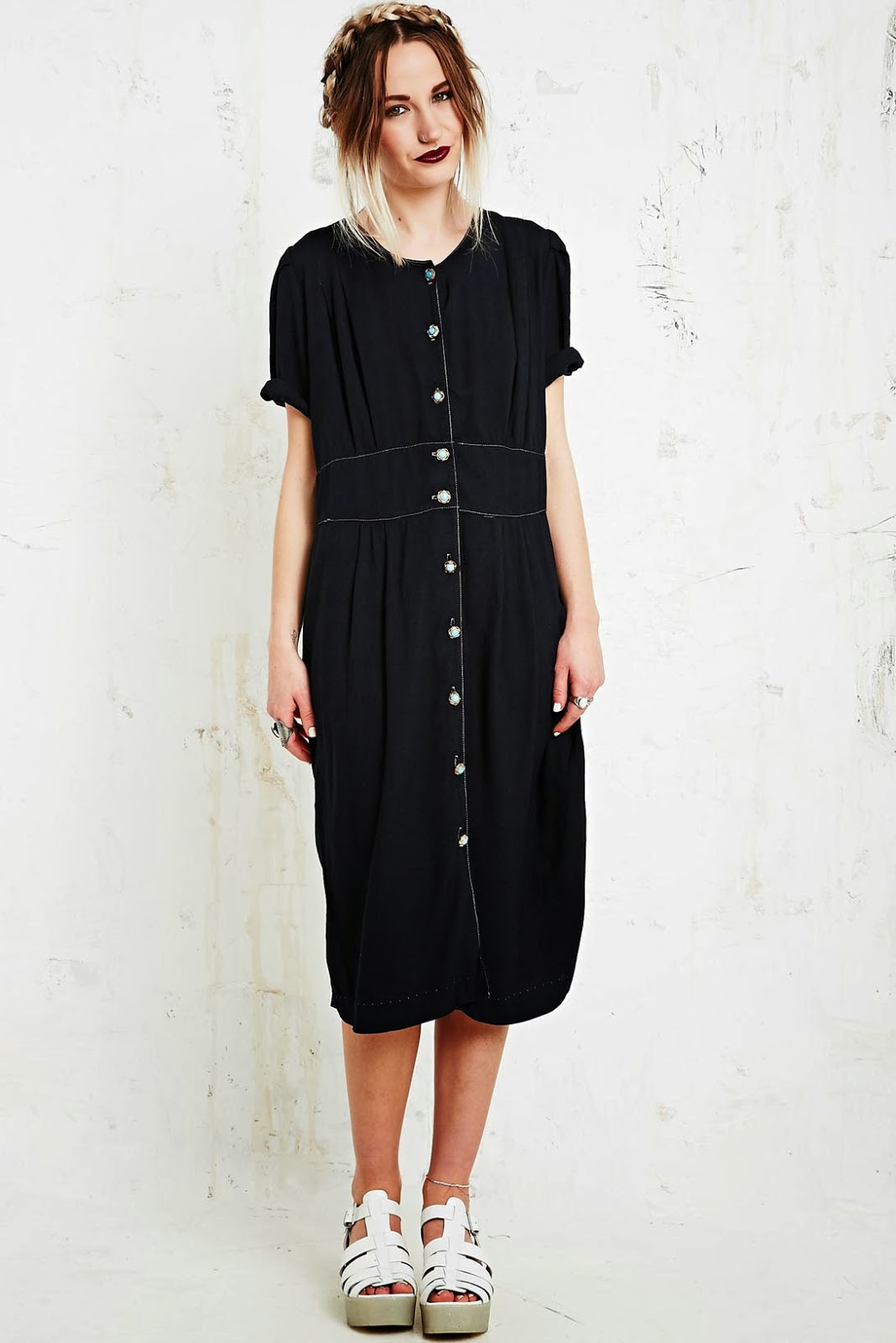 http://www.urbanoutfitters.de/vintage-renewal-rayon-dress-in-black/invt/5416439190026