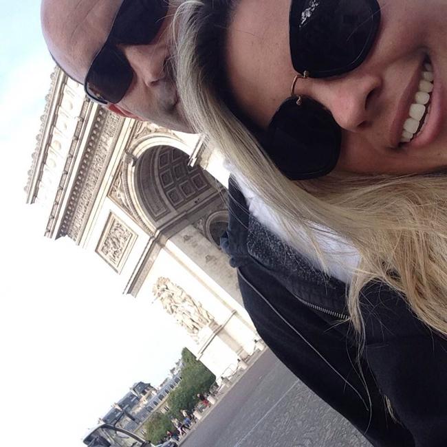 arc de triomphe selfie