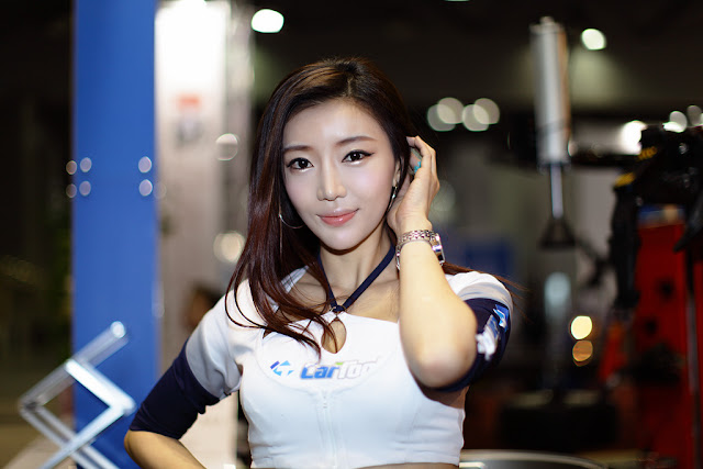 1 Shin Hae Rim - Automotive Week 2012-very cute asian girl-girlcute4u.blogspot.com