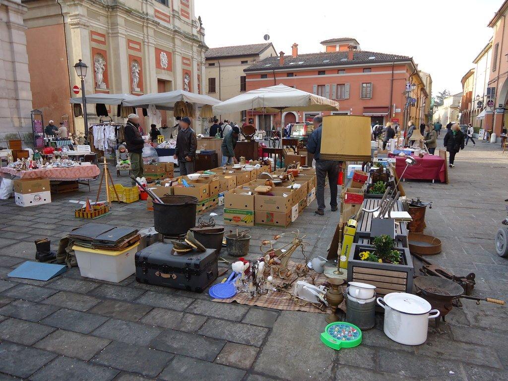 Il mercatopo mercatino dell 39 antiquariato a pieve di cento for Mercatini antiquariato 4 domenica