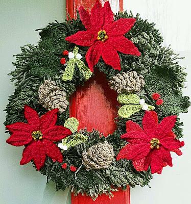 christmas yarn wreath, christmas wreath, knitted wreath, crochet wreath, yarn xmas wreath, hand-made decorations
