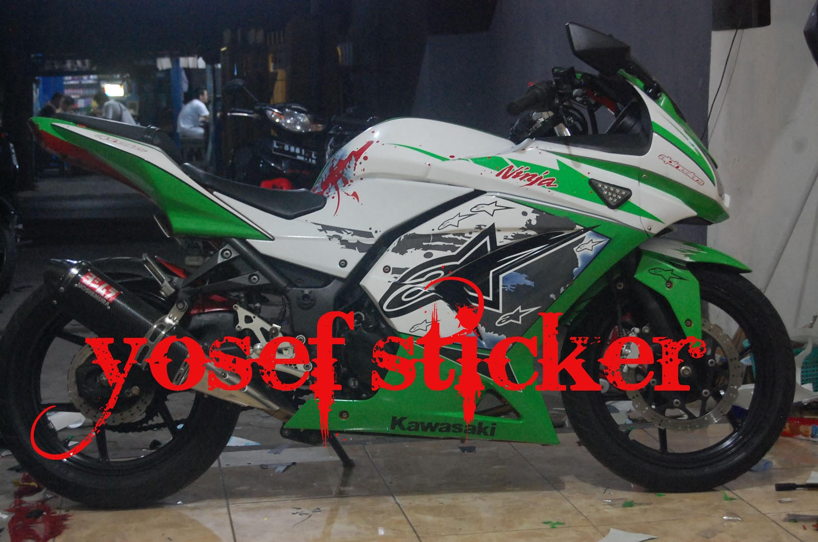 Ninja 250 Putih Cutting Sticker http://yosefcuttingsticker.blogspot.com/2012/10/cutting-sticker-ninja-250-dokter.html