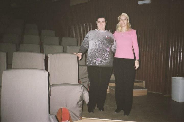 Olivia Marcov si Simona Dinca, colega mea de facultate, amfiteatrul Aparatorii Patriei, 2009