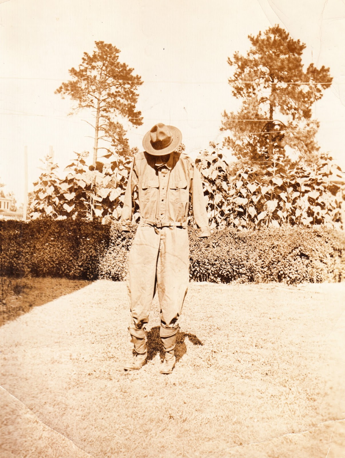 dull tool dim bulb antique scarecrow photographic essay ephemeral antique scarecrow photographic essay ephemeral folk art sculpture at the farm collection jim linderman