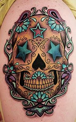Tatuagens masculinas de caveira mexicana colorida