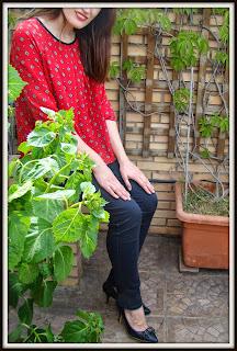 Blusa roja para días nublados de primavera