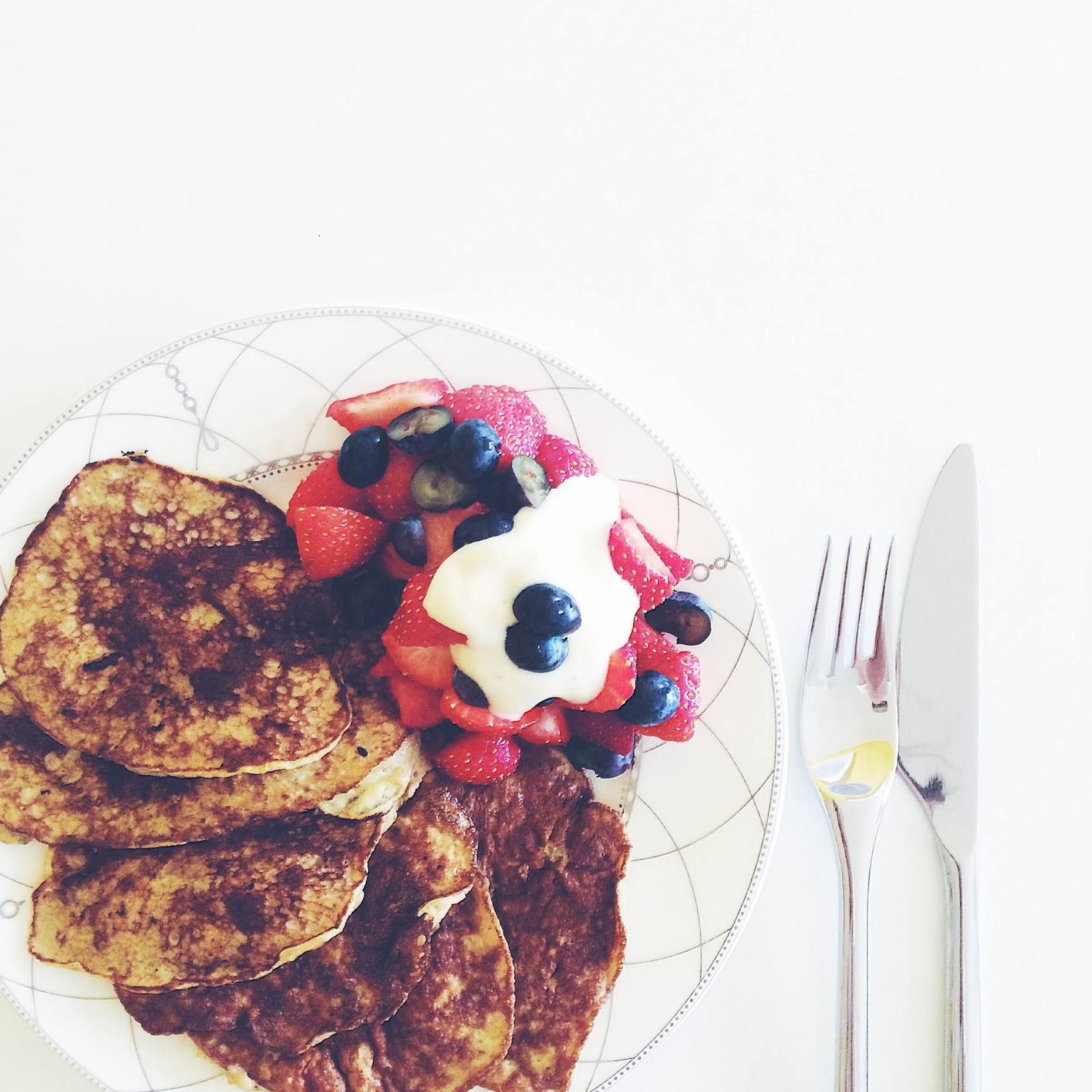 kristjaana mere healthy breakfast banana pancakes
