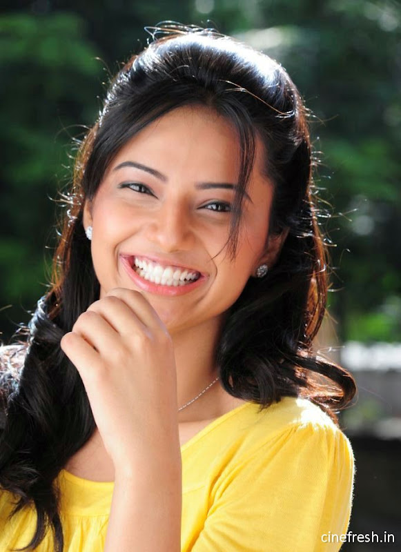 Isha Chawla New Cute Stills Isha chawla Beautiful Photos Photoshoot images