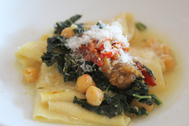 Gluten-free pasta with kale and chickpeas