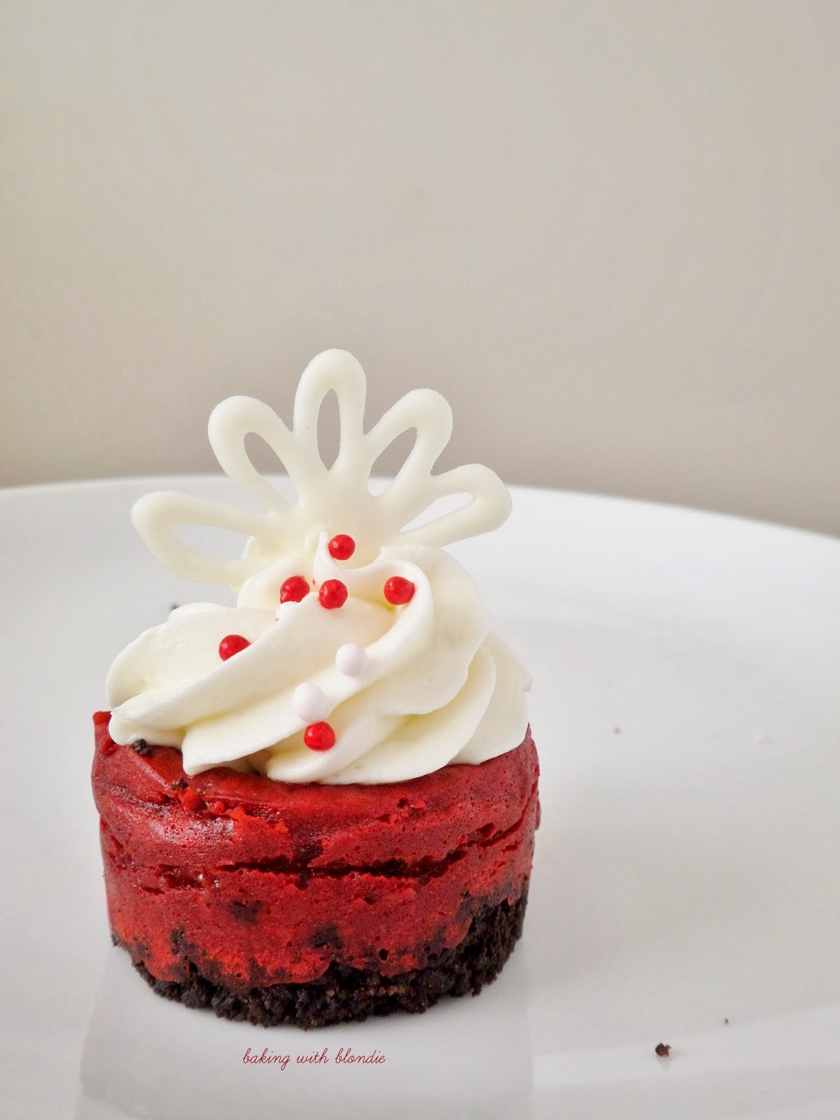 Red Velvet Mini Cheesecakes With Oreo Crust And Whipped Cream Cheese Frosting