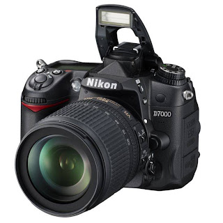 Nikon D7000 Lensa Kit 18-105mm - 16.2 MP