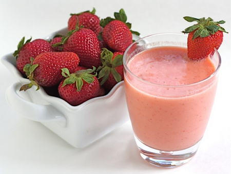 creamy-strawberry-mango-coconut-milk-smoothie-recipe